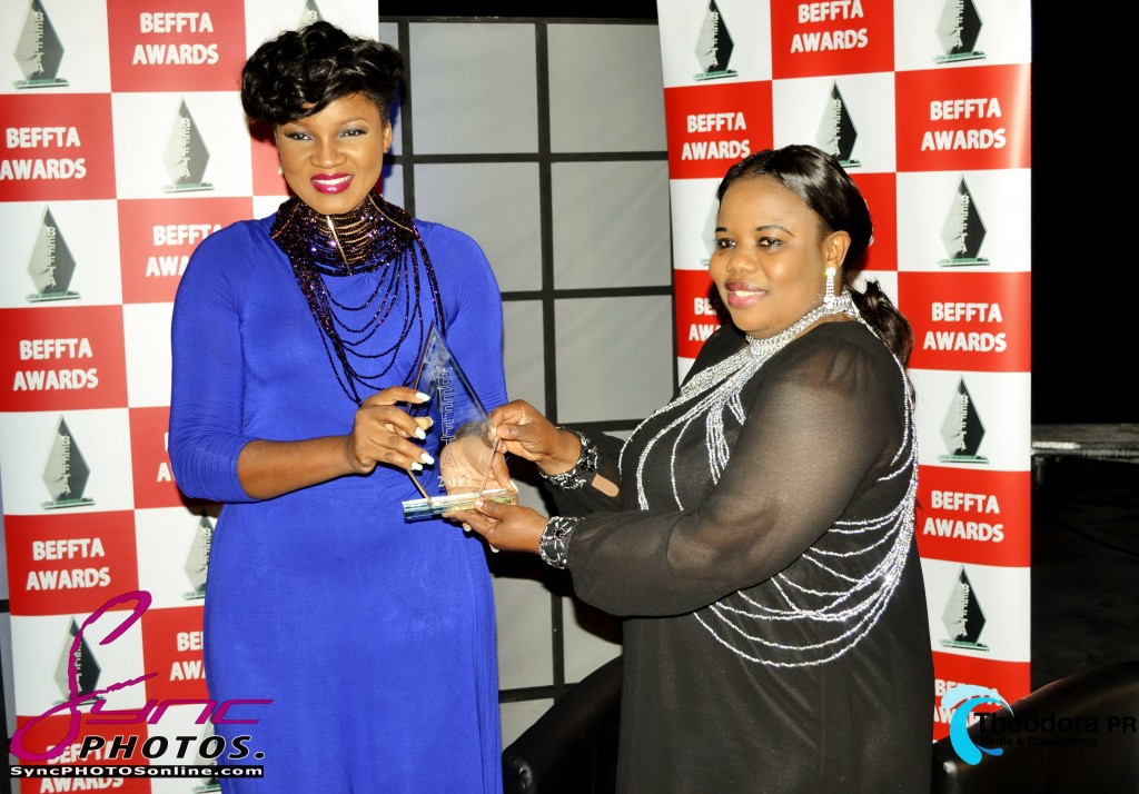 BEFFTA FILM ICON AWARD PRESENTED TO OMOTOLA JALADE BY PR GURU THEODORA IBEKWE FOR HER CONTRIBUTION TO FILM AND HUMANITARIAN DUTIES